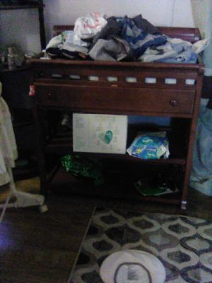 Changing table and matching crib for Sale in Chesnee, SC