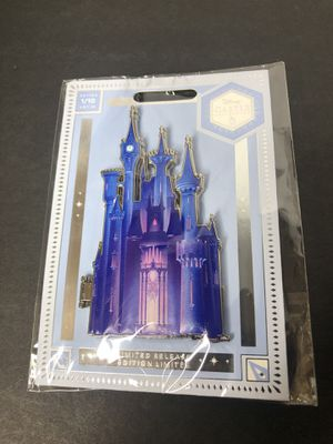 Disney Cinderella castle pin 1/10 rare for Sale in Deerfield Beach, FL