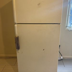 Refrigerator Good Working Condition for Sale in Vernon, CA