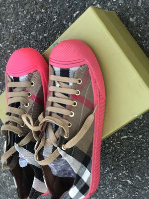 Sneakers Burberry for Sale in Cary, NC