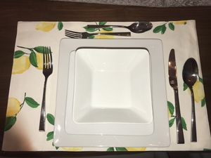 CRATE and BARREL Cyd Dishes - Set of 8 for Sale in Alexandria, VA