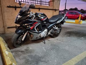 2008 Suzuki Gsxf 650 low miles! 2 Helmets plus Icon Motorcycle Jacket and Gloves. for Sale in Hialeah, FL