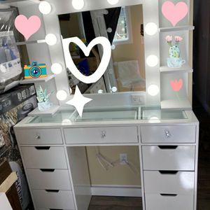 White Make Up Vanity!!!!! for Sale in Victorville, CA