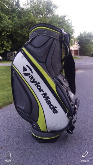 2017 Taylormade staff bag for Sale in Harrisonburg, VA