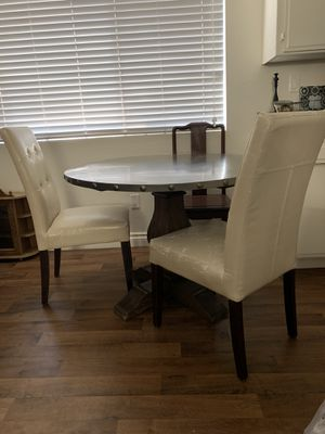 Kitchen table and chairs for Sale in Spring Valley, CA