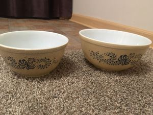 Vintage pyrex homestead 402 and 403 bowls for Sale in Roselle, IL