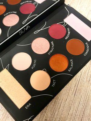 Suva eyeshadow palette for Sale in Los Angeles, CA