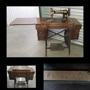 $125 -Antique Sewing Machine in 6 Drawer Sewing Cabinet/Desk for Sale in Tacoma, WA