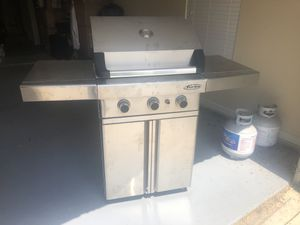 Barbeques Galore Turbo 26-inch 3-Burner Freestanding Stainless Steel BBQ Gas Grill for Sale in Grapevine, TX