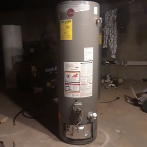RHEEM 38 GALLON GAS WATER HEATER for Sale in City of Industry, CA