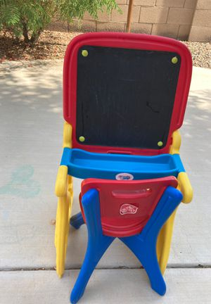 Little desk with chair for toddlers for Sale in Chandler, AZ