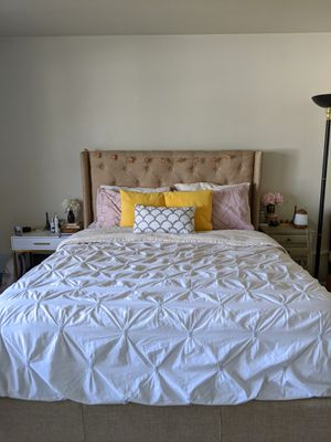 Queen size Tufted Headboard with Bed Frame. for Sale in Fremont, CA