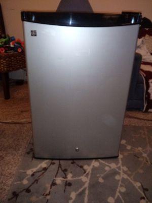 G.E. mini fridge for Sale in Bloomington, IL