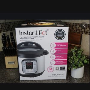 Instant Pot Duo 8 Quart New In Box Never Opened for Sale in Huntington Beach, CA