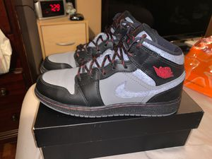 Air Jordan 1 Mid Prem... size:5Y for Sale in Los Angeles, CA