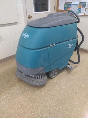 Tennant T5 Floor Scrubber for Sale in Cleveland, OH