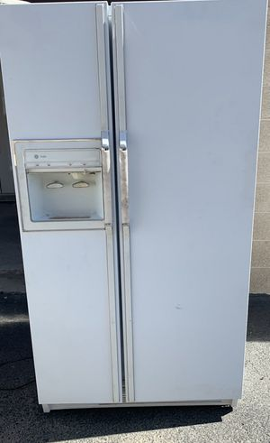 GE Refrigerator / Freezer for Sale in Phoenix, AZ