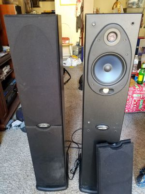 Polk Audio RT 1000i Powered Tower Speakers Tweeters Built In Woofers for Sale in Spring Valley, CA