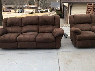 2 Piece Couch Set for Sale in Bridgeton,  MO