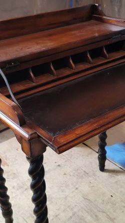 Hooker Furniture Writing Desk for Sale in Belford,  NJ