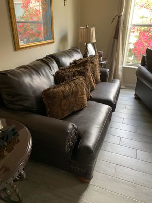 8 piece living room set for Sale in Kissimmee, FL
