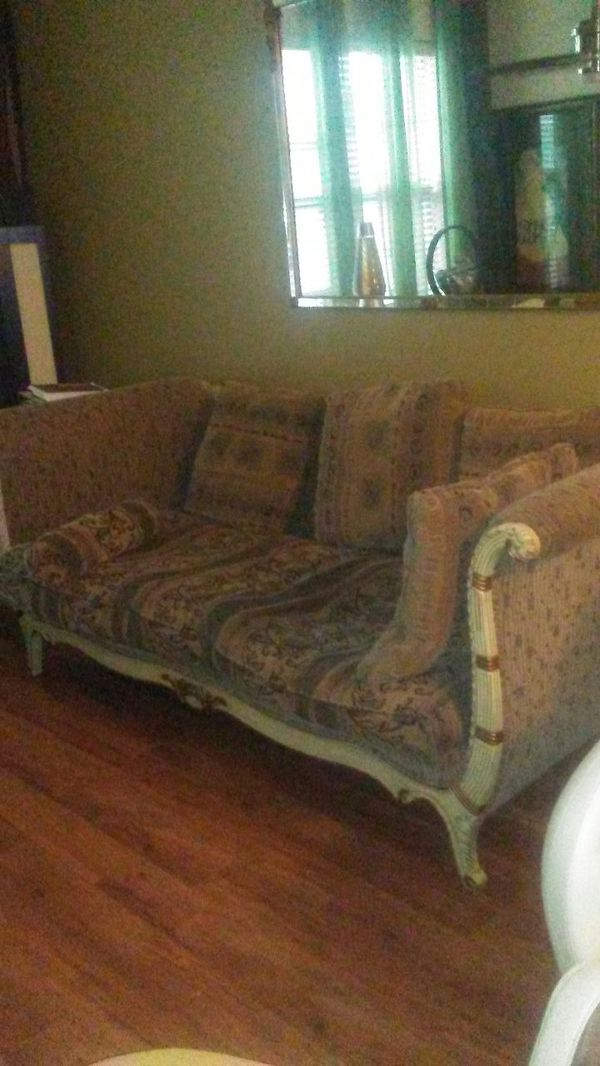 Couch ( Oversize) HUGE: Measures: 90x40