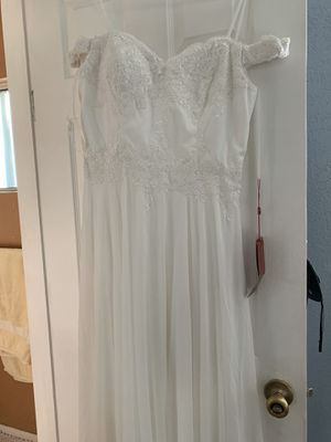Off white off the shoulder simple wedding dress for Sale in Santa Ana, CA