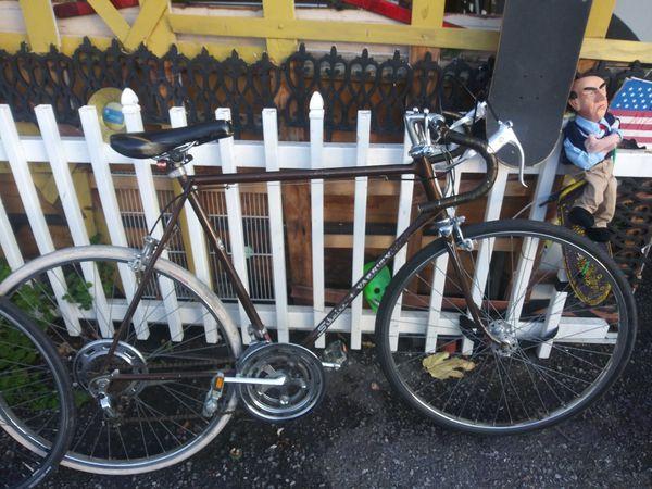 Schewinn varsiy road bike