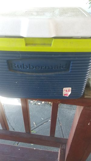 Rubbermaid cooler for Sale in Cleveland, OH