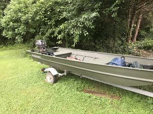16ft alumacraft Jon boat, trolling motor and trailer for Sale in Charlottesville, VA