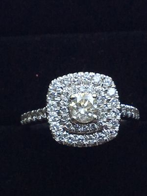 1 ctw zales halo engagement ring for Sale in Tampa, FL