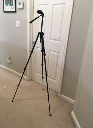 Sony adjustable tripod for cameras and camcorders VCT-1500L expands to 59 inches for Sale in Alpharetta, GA