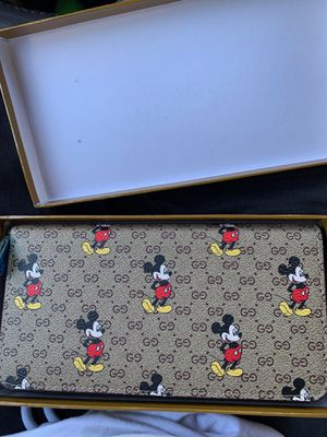 Gucci hand wallet for Sale in Wood Village, OR