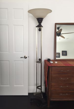 Lamp plus floor lamp in great condition for Sale in Redondo Beach, CA