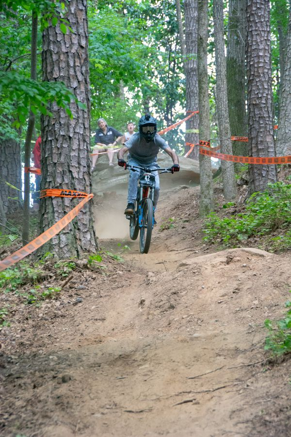 Giant glory 2 downhill mountain bike