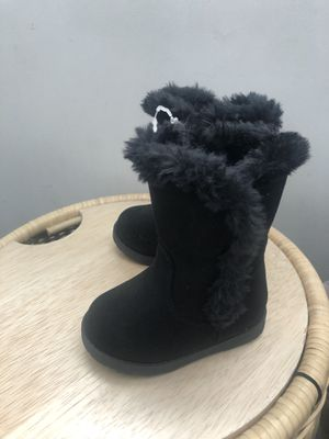 New cat and jack warm girl boots size 4 for Sale in Cerritos, CA