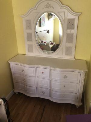 Girls bedroom set. No bed frame or headboard. for Sale in Norridge, IL