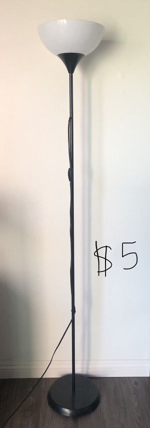 Floor lamp with LED (day light brightness) for Sale in Torrance, CA