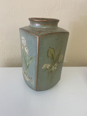 Beautiful floral decorative vase for Sale in Paradise Valley, AZ