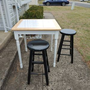 Counter Height Small Kitchen Table Plus Stools for Sale in Manchester Township, NJ