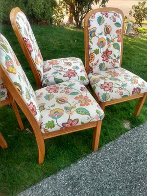 Free 5 chairs for Sale in Arlington, WA
