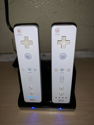 Wiimotes and Charger for Sale in Riverside, CA