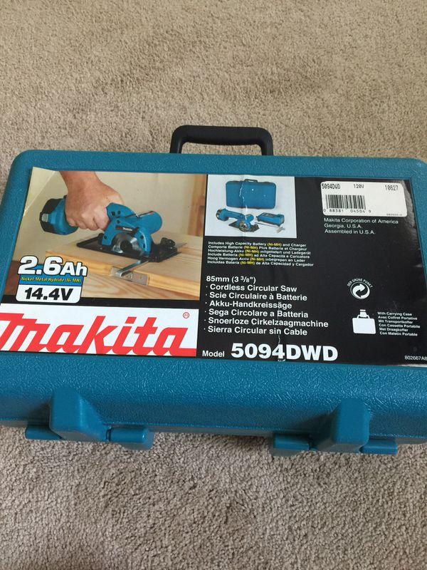 """Makita 14.4 V 3 3/8"""" cordless circular saw."""