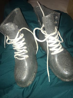 Size 7 women clear glitter rain boot for Sale in Manvel, TX