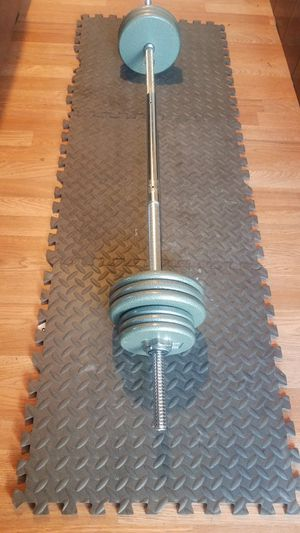 "100lb Iron weight set - 5ft bar standard barbell 1"" 10lbs 3piece design for Sale in Montebello, CA"