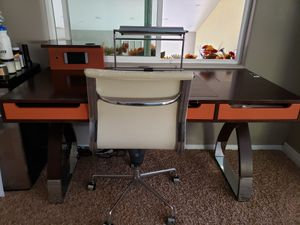 Desk and chair for Sale in Henderson, NV