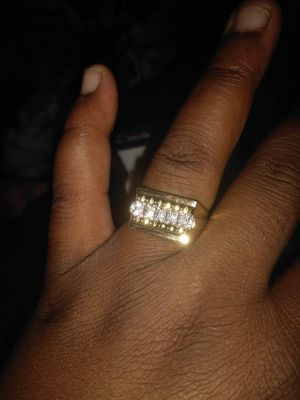 Beautiful 1cart 10k men's ring size 10 $1500 willing to go down but no lower than $1100 for Sale in Colton, CA