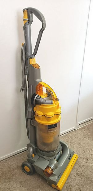 WORKING DYSON VACUUM w/ATTACHMENTS for Sale in Anaheim, CA