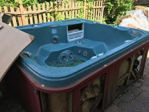 Hot Tub (best offer today gets it) for Sale in Merchantville, NJ