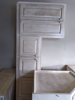 4 piece kitchen cabinets . Upper only for Sale in Boca Raton, FL